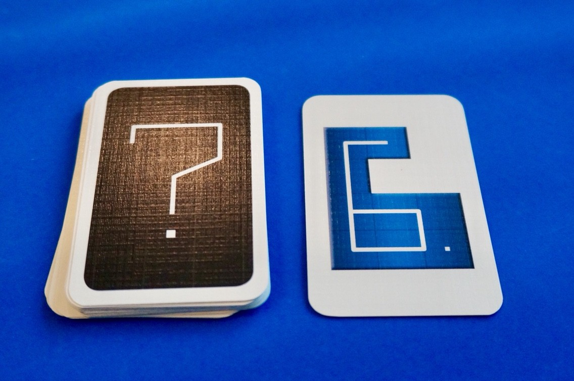 ナンバーナイン (NMBR 9):カードをめくる